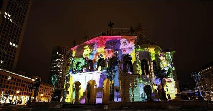 重磅!德国法兰克福市政厅上演梦幻灯光秀糖果包装机